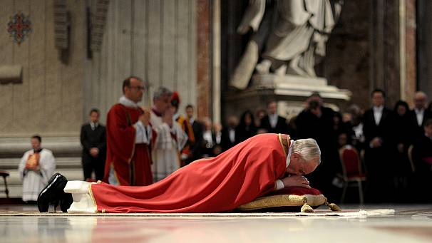 Pope Francis leads Good Friday celebrations