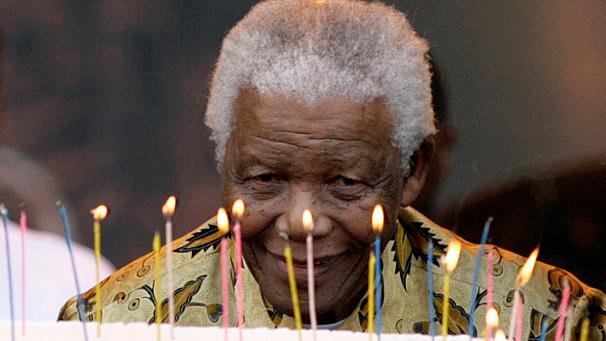 Nelson Mandela's health 'improves'
