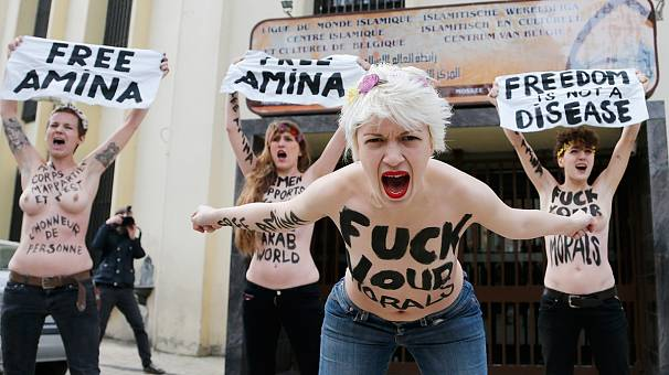 Femen bares its breasts in support of Tunisian woman