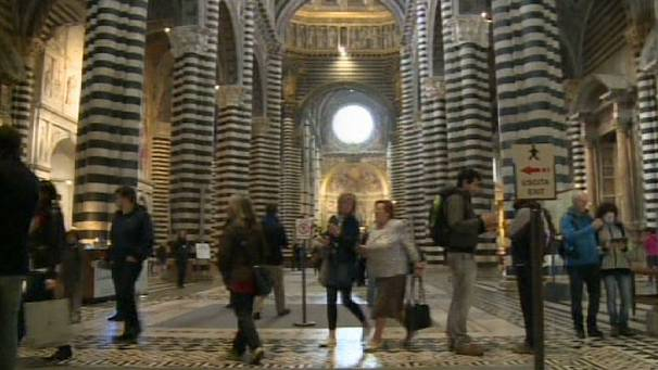 Tourists get closer to God in Sienna cathedral