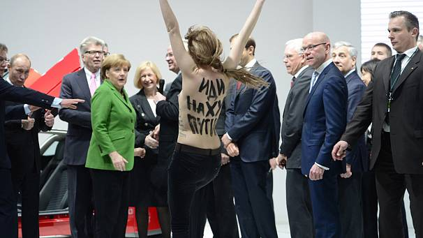 FEMEN give Putin and Merkel an eyeful in Hanover