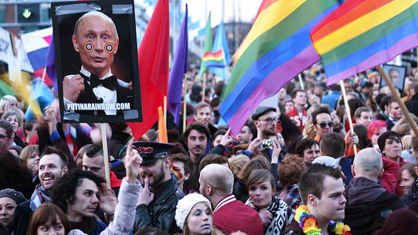 Thousands protest Putin's Amsterdam visit