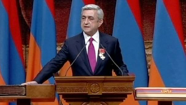 Armenia: big protest as president is sworn in again