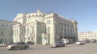 Dietro le quinte al Teatro Mariinsky di San Pietroburgo, emblema della cultura russa