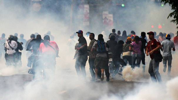 Clashes in Venezuela after Maduro's contested victory