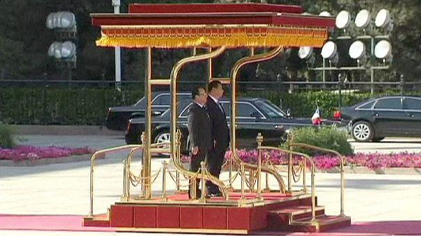 Francia-Cina: Hollande a Pechino, visita lampo con molti affari e qualche accenno ai diritti