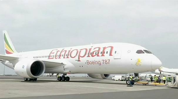 Boeing 787 Dreamliner takes maiden commercial flight