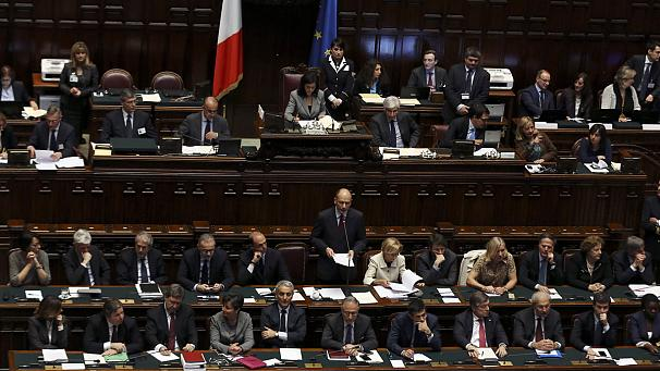 New Italian cabinet gets first green light