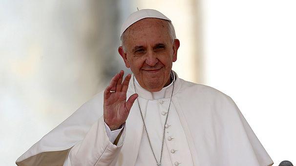 Papa Francesco lancia un monito per il lavoro e ricorda il Bangladesh