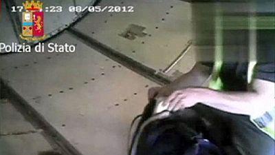 الشرطة الإيطالية تعتقل تسعة وعشرين عنصراً من عمال الأمتعة