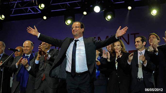 Hollande's year of rattling chains