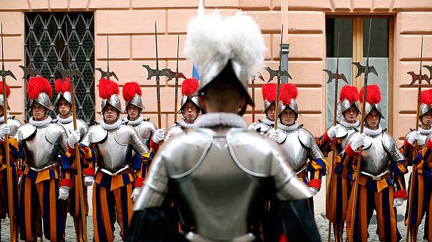 Vaticano: il giuramento delle guardie svizzere
