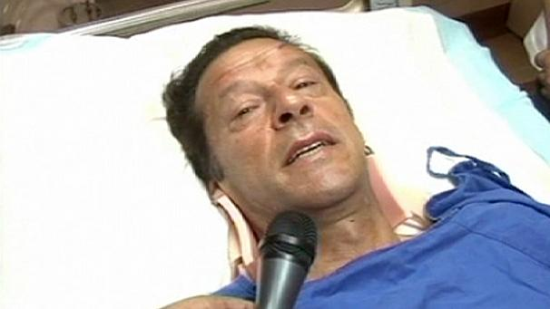 Pakistan: Imran Khan suffers head injuries in election rally fall