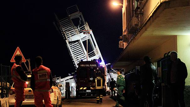 Incidente porto di Genova. Nave abbatte torre di controllo: 3 morti, 7 dispersi