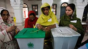 Voters turn out for crucial Pakistan poll