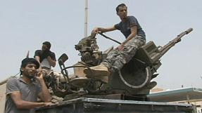 Former Libyan rebels lift siege of government ministries