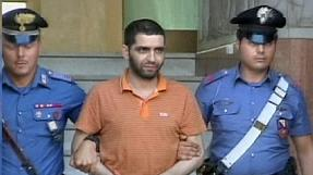 Mafia boss hands himself into to Italy police