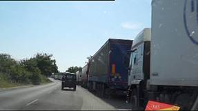 Bulgarian truckers block road into Turkey