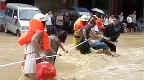Hundreds stranded by floods in southern Chinese province