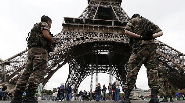 El joven detenido en París reconoce haber apuñalado a un militar