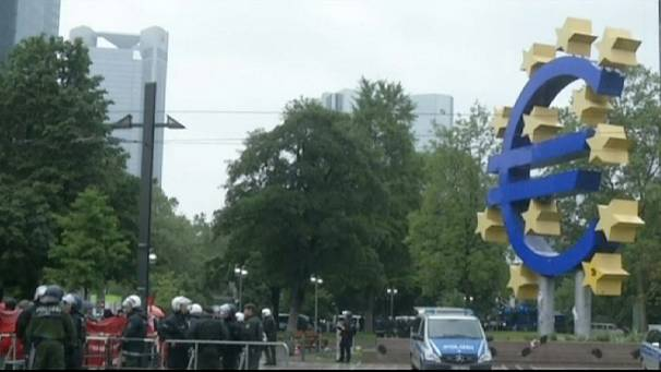 'Blockupy' Frankfurt tries to prevent access to European Central Bank