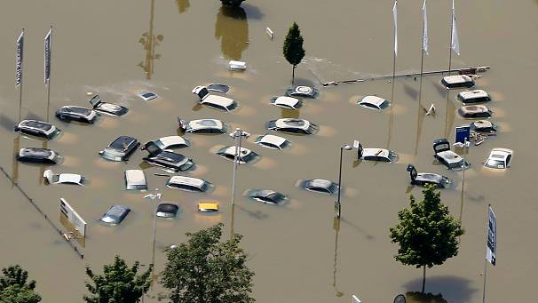 Germany floods: dyke collapses near Magdeburg
