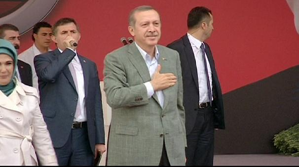 Turkish prime minister defiant at rally