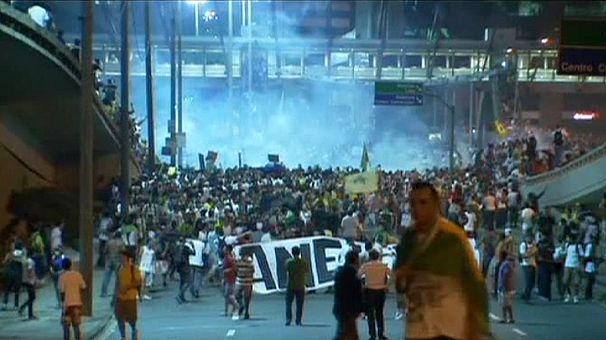 Brasile: un milione in piazza, violenze e saccheggi