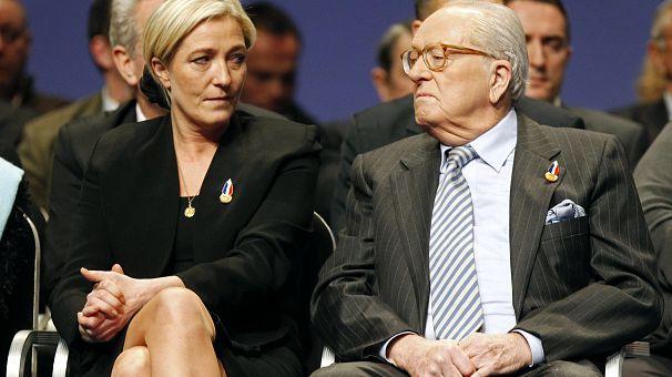 Russie: tapis rouge pour Marine Le Pen