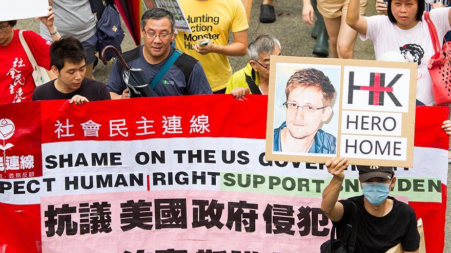 Putyin: Snowden a moszkvai reptér tranzitzónájában van