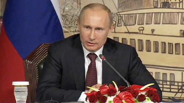"Putin signs law banning homosexual ""propaganda"""