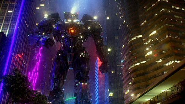 """صراع بين وحوش ورجال آليين في فيلم الخيال العلمي """" باسيفيك ريم"""""""