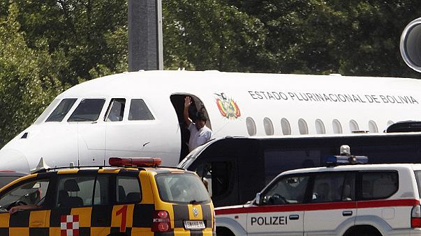 Morales' plane leaves Europe after a night of confusion