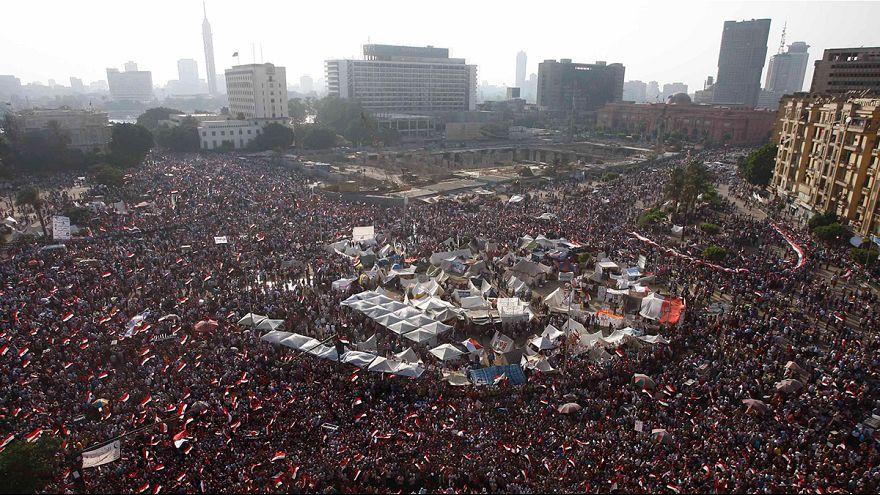 Panzer kreisen Mursi-Anhänger ein