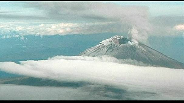 Volcano eruption grounds US and Mexican flights