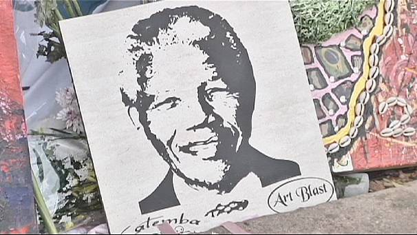 """The Wall"" for Mandela outside Pretoria clinic"