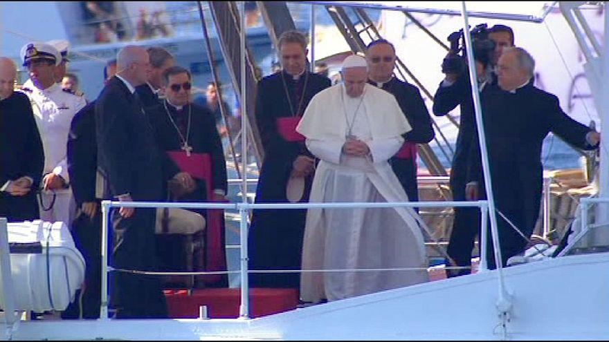 البابا فرنسيس في لامبيدوسا للصلاة على راحة نفس مئات المهاجرين