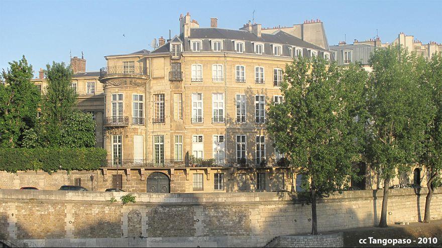 L'Hôtel Lambert ravagé par les flammes à Paris