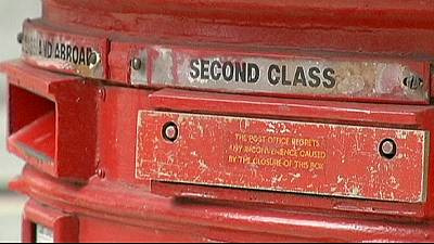 UK to sell majority stake in Royal Mail, give workers free shares
