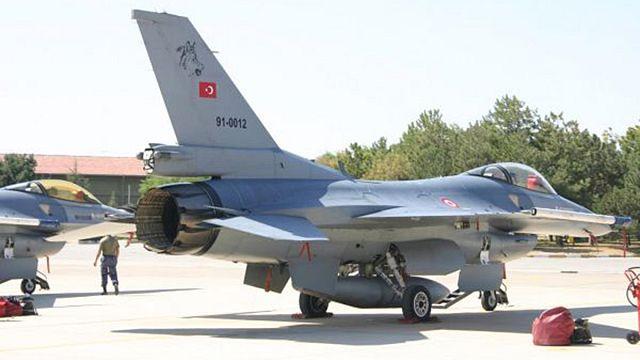 Türk savaş uçakları Suriye sınır hattında