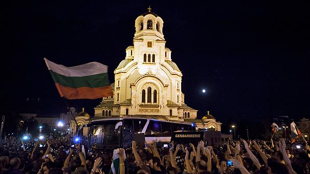 Bulgaria: 20 wounded in clashes around beseiged parliament