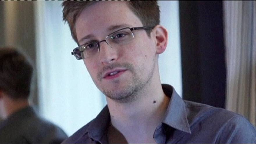 Snowden granted papers needed to leave Moscow airport