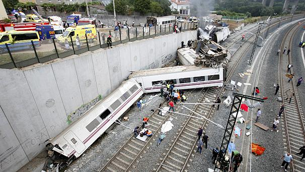 Spain: dozens killed in train derailment