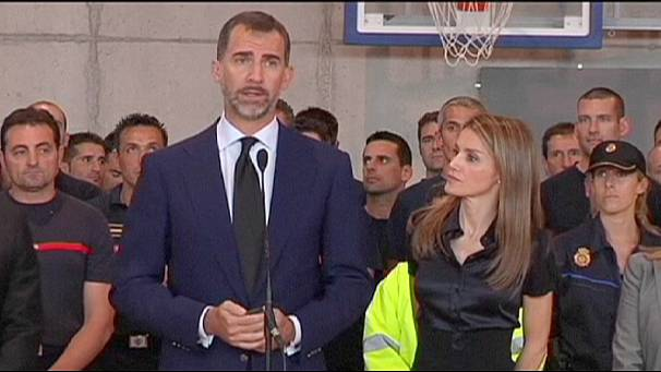Spain's Crown Prince meets train crash victims