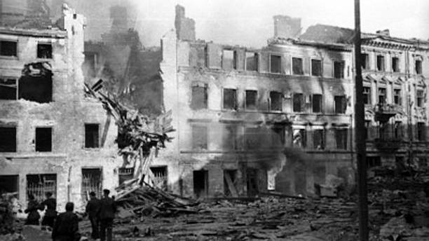 Back in the Day: Warsaw rises up