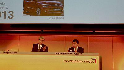 Peugeot Citroën réduit de moitié ses pertes