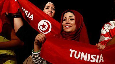 Tunisia: come bandiera il velo