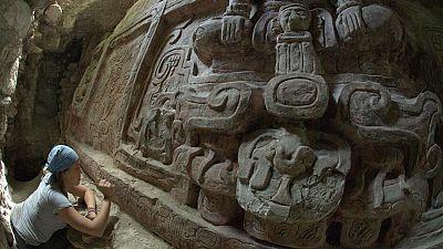 """Une frise maya """"extraordinaire"""" découverte au Guatemala"""