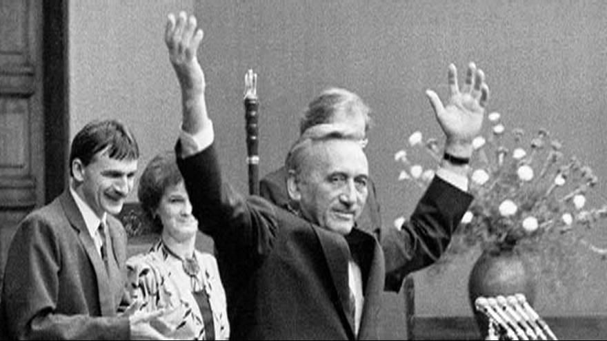 Rétromachine : premier gouvernement non communiste dans le bloc de l'est