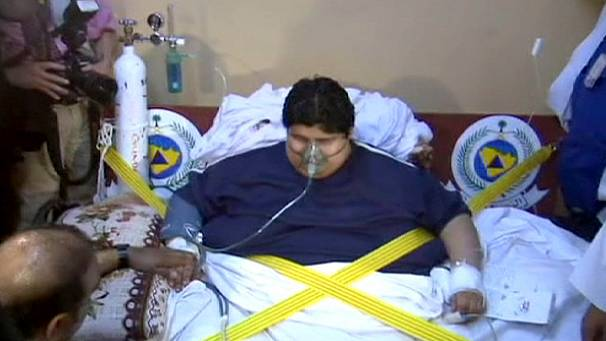 Saudi obesity: man airlifted from home after two years in bed